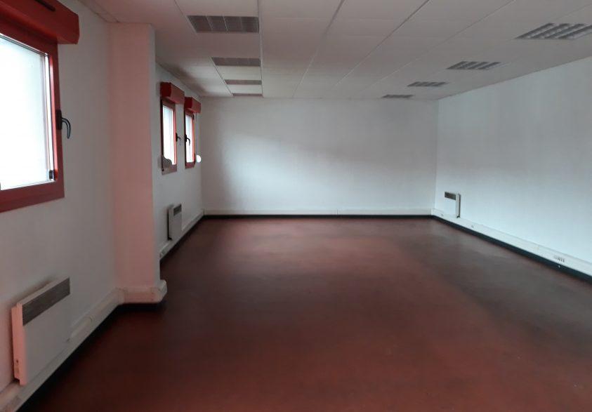 St pol A3 A4 atelier avec bureaux à louer